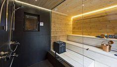 Monissa saunoissa on nykyään löylyhuoneen ja suihkutilojen välillä koko ikkuna. Näin tilasta tulee ikään kuin yhtä.