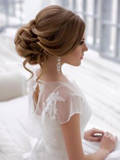 Precioso peinado de novia vintage.