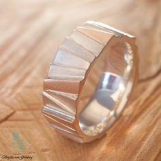 Treppenring aus 925er Silber mit 585er Roségold  Hier geht's zum Ring: https://www.goldschmiede-von-gruenberg.com/zweifarbige-ringe/75-treppenring-silber-rosegold.html