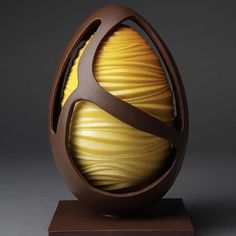 We would like to start to see who's starting their Easter egg production. Let's start hash tagging our photos and comment others photos and let's get a full page of Easter production photos. This is brought to you by by pastryelite Chocolate Cacao, Chocolate Work, Easter Chocolate, Chocolate Gifts, Homemade Chocolate, Chocolates, Chocolate Showpiece, Chocolate Sculptures, Chocolate Art
