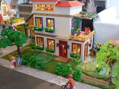 So much eye for detail! Cool Paper Crafts, Diy Crafts, Diorama, Cool Lego Creations, Toy Rooms, Modern City, Fairy Land, City Streets, Decoration