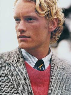 love the mix of textures. jacket, sweater, oxford, tie combo AND tweed Preppy Fall, Preppy Look, Preppy Style, Fashion Images, Men's Fashion, Fashion Photo, Tweed Run, Tweed Jacket, Preppy Handbook