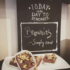 we raw Brownies come around & try Raw Brownies, Vegan Sweets, Raw Vegan, Glutenfree, Bakery, Muffin, Organic, Breakfast, Desserts