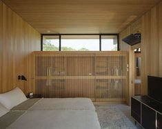 Minimalist box-like structure hovers above Shelter Island Shelter Island, Bedroom Photos, Bedroom Ideas, Cool Beds, Modern Bedroom, Home Remodeling, The Help, Beach House, Home And Family