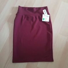 LuLaRoe Cassie skirt, BNWT Cranberry color, tags still attached LuLaRoe Skirts Pencil