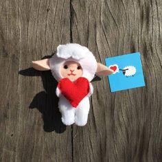 Publicitária envia ovelhinhas para alegrar o dia de estranhos