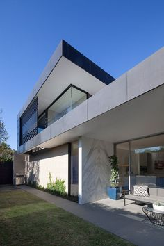 Malvern East House by Pleysier Perkins