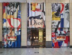HONG KONG LANDMARK Jardin Luxuriant, Fashion Window Display, Shop Facade, Visual Merchandising Displays, Retail Store Design, Mural Wall Art, Store Windows, Dior, Environmental Graphics