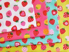 ▲綿(コットン) - 商品詳細 コットンプリント いちご 110cm巾/生地の専門店 布もよう