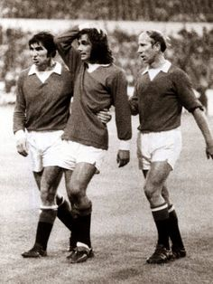 Manchester Uniteds George Best Consoled by Teammates Tony Dunne and Bobby Charlton Manchester United Images, Manchester United Legends, Manchester United Football, Manchester Uk, Bobby Charlton, Sports Personality, National Football Teams, Professional Football, Play Soccer