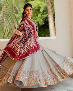 Garba Dress, Navratri Dress, Lehnga Dress, Lehenga Skirt, Chaniya Choli For Navratri, Saree Blouse, Lehenga Choli Designs, Lehenga Choli Online, Ghagra Choli