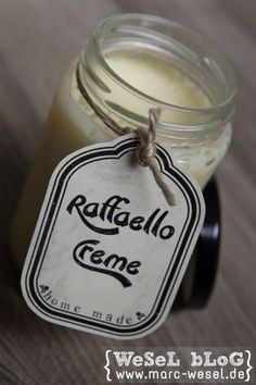 Raffaello Creme Brotaufstrich  63g Butter 50g weiße Schokolade 100g gezuckerte Kondensmilch 20g Kokosraspeln