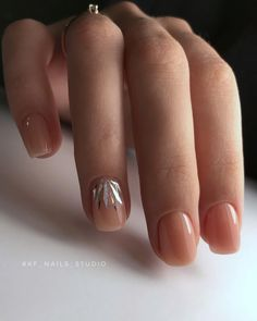 False nails have the advantage of offering a manicure worthy of the most advanced backstage and to hold longer than a simple nail polish. The problem is how to remove them without damaging your nails. Gradient Nails, Shellac Nails, Pink Nails, Nail Polish, Acrylic Nails, Pastel Nails, Solid Color Nails, Nail Colors, Cute Nails