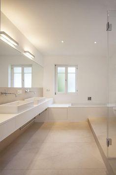 MTB bathroom furniture in solid white, beige floor tiles, drawer under bath . White Bathroom Tiles, Bathroom Floor Tiles, White Tiles, Bathroom Furniture, Home Furniture, Bathroom Trends, Bathroom Ideas, Modern Baths, Architect House