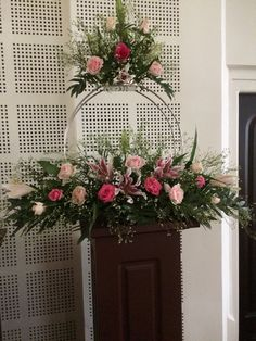 ~ Interesting floral arrangement ~ This Pin was discovered by Illy. Contemporary Flower Arrangements, Tropical Flower Arrangements, Flower Arrangement Designs, Church Flower Arrangements, Flower Designs, Easter Flowers, Flowers Garden, Spring Flowers, Altar Decorations
