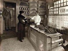 Vishandel H. Bulk, Zuiderdiep 43, Groningen. De foto dateert van omstreeks 1920.