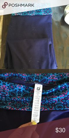 Fabletics cropped legging Brand new worn/washed once just don't fit me right. So cute! Fabletics Pants Leggings