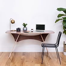 With sustainability and easy assembly (and disassembly) in mind, Simbly creates distinctively modern furniture with adaptable functionality. Designed for small spaces, the versatile Simbly Desk / Kitchen Table is made from durable FSC®-certif… Home Desk, Home Office, Office Desks, Office Setup, Modern Desk, Modern Furniture, Kitchen Eating Areas, Expandable Table, Minimalist Desk