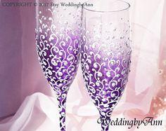 Púrpura boda copas boda púrpura, flautas de champán de boda, novia y novio, personalizada tostado flautas, regalo de boda