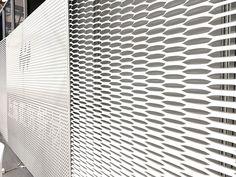 expanded metal mesh screen Metal Mesh Screen, Metal Facade, Expanded Metal Mesh, Industrial Apartment, Detail Design, Metal Ceiling, Grid Design, Facades, Ceilings