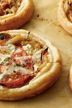 TOMATO AND GOAT CHEESE TARTS Aww, cutest apps ever. Ina Garten's 13 Best Summer Recipes of All Time via Let's face it: we want to spend our whole summer eating grilled corn salad with Ina Garten. Here are 13 recipes to recreate the magic at home. Chef Recipes, Food Network Recipes, Appetizer Recipes, Cooking Recipes, Appetizers, Lunch Recipes, Recipies, Cheese Tarts, Goat Cheese