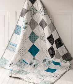 Color Blocked Baby Quilt patterns, free pattern @ Polka Dot Chair