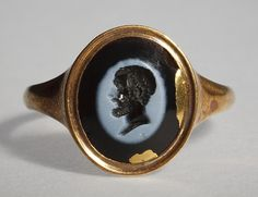 Portrait of Demosthenes. Graeco-Roman ringstone, 30 BC-200  Nicolo onyx, gold (modern gold ring). 1,2 x 0,9 cm Inventory number: I980