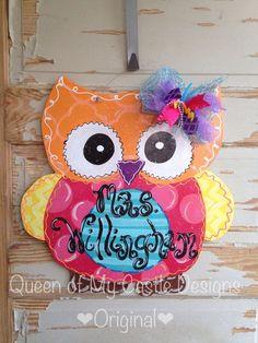Super Cute Owl Door Hanger by queensofcastles on Etsy Owl Door Hangers, Teacher Door Hangers, Wooden Door Hangers, Owl Classroom, Future Classroom, Classroom Ideas, School Door Decorations, Indoor Door Mats, Wooden Cutouts