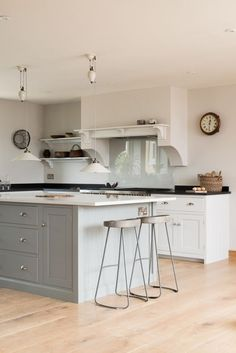 A simple sleek deVOL Shaker Kitchen painted i 'Lead' and 'Linen' with smooth Silestone and black granite worktops Blue Gray Kitchen Cabinets, Kitchen Cabinets Decor, Black Granite Kitchen, Open Plan Kitchen, New Kitchen, Kitchen Dining, Dining Room, Kitchen Island, Devol Kitchens