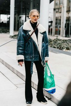 oversized shearling coat makes the perfect casual chic winter outfit idea for young women