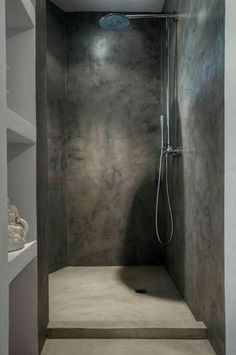 Gorgeous Tadelakt Bathroom Design Ideas For Unique Bathroom Bathroom Glass Wall, Cement Bathroom, Concrete Shower, Bathroom Flooring, Concrete Cement, Cement Tiles, Shower Bathroom, Cement Stain, Bathroom Ideas