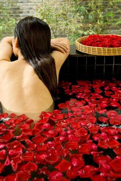 18 Most Beautiful Resort Spa Baths and pools from Dream Travel magazine Color Splash, Color Pop, Red Color, Lijiang, Spa Treatments, Belleza Natural, Shades Of Red, Colour Shades, Me Time
