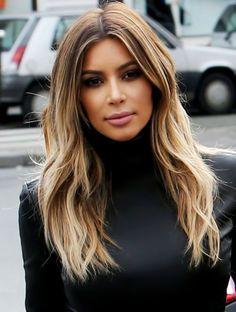 ▷ Trendy hairstyles - modern hair colors and haircuts-▷ Trendige Frisuren – mоderne Haarfarben und Haarschnitte medium hairstyles, kim kardashian, brown hair with blonde streaks - Kim Kardashian Cabelo, Kardashian Style, Kim Kardashian Hairstyles, Kim Kardashian Highlights, Blonde Hair Kim Kardashian, Kim Kardashian Haircut, Kardashian Nails, Kardashian Wedding, Blonde Lace Front Wigs