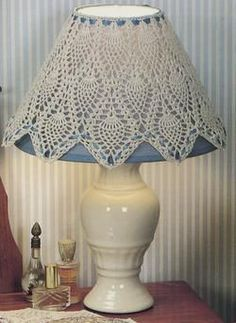 Shabby Chic Furniture In a family room, try to arrange your furniture into centers. Lace Lampshade, Doily Lamp, Crochet Lampshade, Vintage Lampshades, Lampe Crochet, Crochet Art, Crochet Patterns, Crochet Decoration, Crochet Home Decor