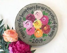 Personalized garden stones for mom and grandmas - Perfect for Mothers Day! Valentine Gifts For Mom, Christmas Gifts For Mom, Birthday Gifts For Her, Valentines, Etsy Christmas, Grandmother's Day, Wedding Gifts For Parents, Bereavement Gift, Wedding Ornament