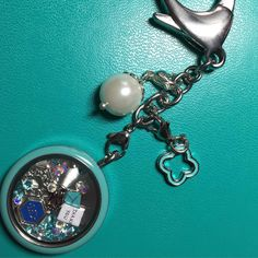 I decided to put my O2-themed locket on my bag clip so I see it all the time and think about my goals and my team. #nothinbutanowlthing #beawesome #O2 #OrigamiOwl #JewelryGram #BagClip #love #locketbuilding