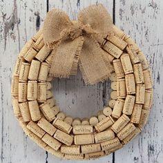 Easy Wine Cork Crafts for Wall Decor   DIY WIne Cork Wreath   DIY Projects & Crafts by DIY JOY at http://diyjoy.com/diy-wine-cork-crafts-craft-ideas