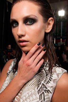 Julien Macdonald. ESMALTES DE MODA PRIMAVERA-VERANO 2016 | Confesiones de una Casual Girl | #beauty #fashion #nails #spring2016 #summer2016 #manicures #belleza #manicuras #moda