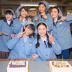 本日放送の第32回の撮影時に、澄子役・松本穂香さんと豊子役・藤野涼子さんのお誕生日をお祝いしました。ベルトコンベヤーで運ばれてきたケーキに有村架純さんがロウソクを立てて…サプライズ大成功でした。 #松本穂香 #藤野涼子 #誕生日 #birthday #ひよっこハッピーバースデー #有村架純 #佐久間由衣 #小島藤子 #八木優希 #朝ドラ #ひよっこ