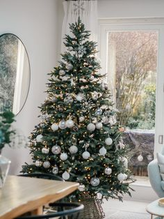 White, silver and glass decorated Christmas Tree - a classy and elegant Christmas decorations tree My home Christmas decorations 2018 Christmas Tree Ideas 2018, Pretty Christmas Trees, Christmas Tree Inspiration, Silver Christmas Tree, Homemade Christmas Decorations, Alternative Christmas Tree, Christmas Tree Design, Noel Christmas, Rustic Christmas