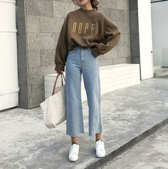 26 Classy Fall Outfits To Copy For Fall outfits Newest fall outfits casual outfits; Fashion Mode, New York Fashion, Look Fashion, Retro Fashion, Womens Fashion, Fashion 2018, Trendy Fashion, Girl Fashion, Classy Fashion