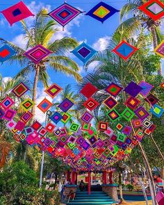 Huichol yarnwork, ojos de dios in the streets of Sayulita Mexico! The huichol are one of the last… Diwali Decorations, Indian Wedding Decorations, Fall Crafts, Diy And Crafts, Parc A Theme, Gods Eye, Color Meanings, Mexican Party, Yarn Bombing