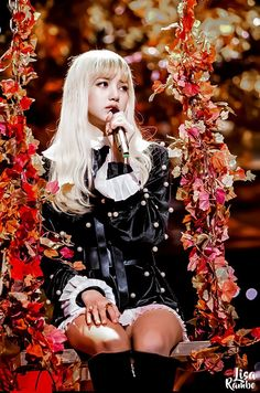 BLACKPINK 's Lisa 's big gorgeous eyes, small face, and flawless visuals made her seem like a living Barbie doll. Kpop Girl Groups, Korean Girl Groups, Kpop Girls, Jennie Lisa, Blackpink Lisa, Mona Lisa, K Pop, Yg Entertainment, Blackpink Thailand