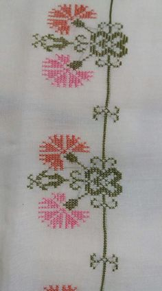 This Pin was discovered by Neş Cross Stitch Rose, Cross Stitch Embroidery, Hand Embroidery, Embroidery Patterns Free, Beading Patterns, Cross Stitch Designs, Cross Stitch Patterns, Bargello, Filet Crochet