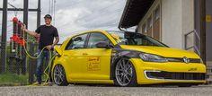So muss e-Mobilität aussehen! High Voltage & Ultra Low Cruising : Weltpremiere: Erstes Tuning für den VW e-Golf