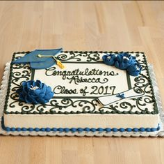 Banana cake with banana - HQ Recipes Graduation Cake Designs, College Graduation Cakes, Graduation Party Foods, Graduation Celebration, Graduation Decorations, Grad Parties, Graduation Gifts, Graduation Ideas, Graduation Cookies
