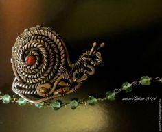 snail brooch  Улитка брошь миниатюрная - хаки,коричневый цвет,брошь улитка,улитка украшение медь