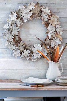 "Birch-Bark Leaf Wreath: Birch bark is the key to these autumn ""leaves."" Click through to find more easy DIY fall crafts for adults and for kids. Diy Fall Wreath, Autumn Wreaths, Holiday Wreaths, Wreath Ideas, Wreath Crafts, Diy Couronne Noel, Thanksgiving Decorations, Christmas Decorations, Autumn Decorations"