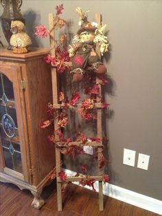 Fall leaves on tobacco stick ladder. thinking about doing this with my ladder, Soooo cute! Thanksgiving Crafts, Fall Crafts, Thanksgiving Decorations, Christmas Crafts, Christmas Decorations, Holiday Decor, Wooden Ladder Decor, Rustic Ladder, Wood Ladder