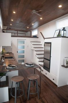 Laurier - Projects - Minimaliste tiny house on wheels Best Tiny House, Tiny House Cabin, Tiny House Living, Tiny House Plans, Tiny House On Wheels, Tiny Houses, Tiny Home Floor Plans, Living Room, Rv Living